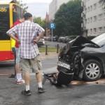 Poważny wypadek na ul. Leszno z udziałem autobusu i dwóch aut. Duże utrudnienia w ruchu