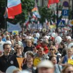 Marsz dla Życia i Rodziny: Francuzi z kobzami, brazylijska flaga i dziwne okrzyki