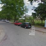 Kolorowy Gocław bez zielonego – trwa wycinka drzew pod osiedle. Co ze 100-letnią kapliczką?