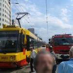 Marszałkowska: kolizja taksówki z tramwajem. Duże opóźnienia w kursowaniu tramwajów