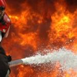 Duży pożar pod Warszawą. W sortowni płoną śmieci