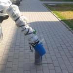 """Tajemniczy """"knot"""" na środku chodnika przy ul. Szaserów"""