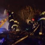 Nocny pożar na Osowskiej. Długa akcja gaśnicza, ucierpiało pięć osób