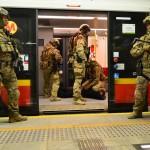 Niesamowite zdjęcia z ćwiczen antyterrorystycznych w metrze [GALERIA]