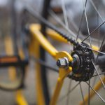 Nocą bez świateł, na czerwonym – nietrzeźwy rowerzysta na Grochowskiej