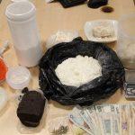 """Pokaźna """"kolekcja"""" 24-latka: marihuana, kokaina, mefedron, metamfetamina, haszych i… niezidentyfikowana substancja"""