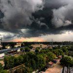 IMGW ostrzega: upały i burze
