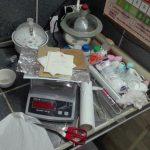 Granaty, zapłonniki, lonty i 150 kilogramów chemikaliów do produkcji materiałów wybuchowych zabezpieczyło CBŚP