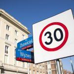 """Strefa """"Tempo 30"""" w ścisłym centrum! Będą tam progi zwalniające, ograniczenia prędkości i minirondo"""