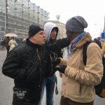 Prowokacja dziennikarza Wyborczej: ucharakteryzował się na czarnoskórego i poszedł na marsz. Zdjęcie obiegło sieć