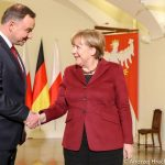 Prezydent Andrzej Duda strollował Angelę Merkel?